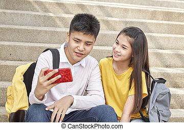 engraçado, par, ao ar livre, selfie-portrait