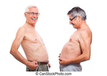 engraçado, pelado, seniores, comparando, barriga