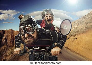 engraçado, retrato, de, um, tandem, de, ciclistas