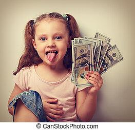 engraçado, vindima, mostrando, prendendo dinheiro, pequeno, retrato, menina, tongue., criança