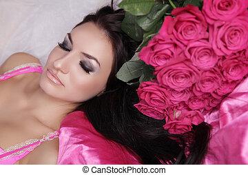 enjoyment., treatment., beleza, modelo, mulher, face., bonito, menina, com, rosas, flowers., perfeitos, skin., profissional, make-up.