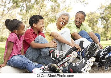 enkelkinder, park, setzen, schlittschuhe, großeltern, linie