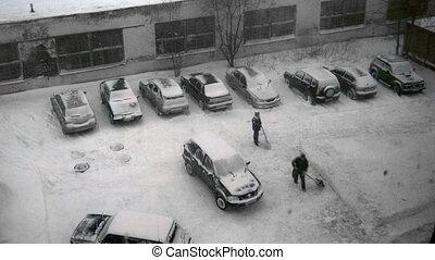 enlever, hommes, neige, route