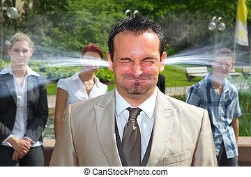 enojado, orejas, fuma, jefe