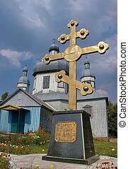 enorme, dorato, cristiano, croce, appresso, vecchio, chiesa legno, in, lebedin, ucraina