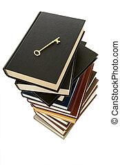 enorme, pila libri, con, uno, chiave scheletro, cima