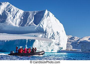 enorme, sentando, bote, icebergs, signos, turistas, explorar, driftin