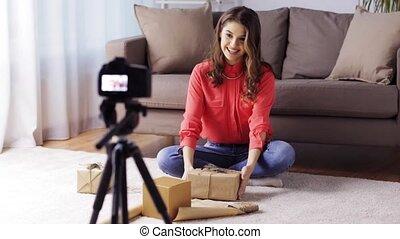 enregistrement, appareil photo, femme, vidéo, maison