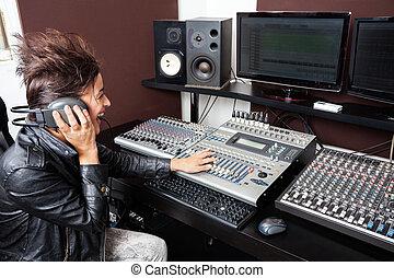 enregistrement, mélange, femme, studio, audio