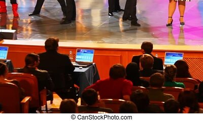 enregistrer, spectateurs, 28, interprètes, kvn, populaire, tv-shows, -, une, scene., la plupart, audience, 28:, acteurs, nombres, pendant, russia., mars, 2008, moscou, russe