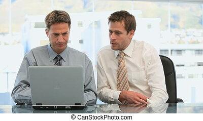 ensemble, bureau, fonctionnement, hommes affaires