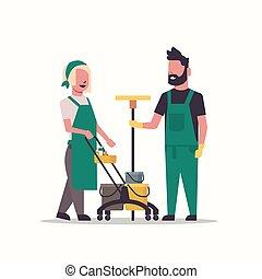 ensemble, charrette, nettoyeurs, concept, nettoyage, service, chariot, entiers, concierges, fonctionnement, couple, homme, longueur, plat, femme, équipement, professionnel, pousser, uniforme, outils