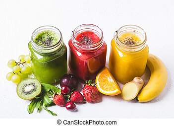 ensemble, de, fruits, et, baies, smoothies, sur, a, fond blanc