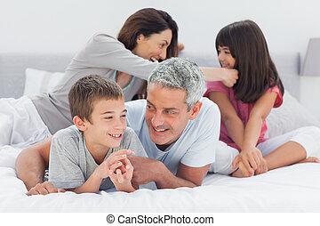 ensemble, famille, lit