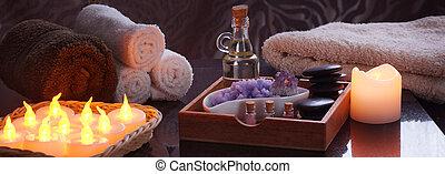 ensemble, pour, spa, traitements, à, électrique, brûlé, bougies, et, terry, towels., dans, a, boîte bois, huile, et, pierres, pour, masage, pourpre, sel, et, améthyste, a, ensemble, de, multi-coloré, sel, dans, jars.
