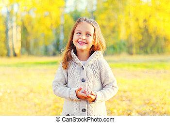 ensoleillé, avoir, automne, enfant, amusement, portrait, sourire, jour, heureux