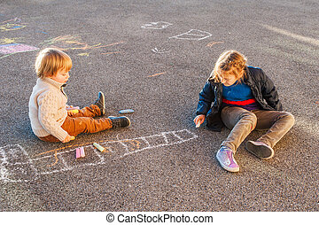 ensoleillé, jouer, craie, enfants, jour, dehors, dessin, gentil
