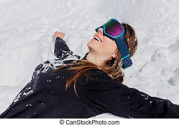ensoleillé, neige, jeune, mensonge, space., lunettes protectrices, haut, day., copie, femme heureuse, fin, hiver, touriste, ski, poser