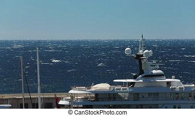 ensoleillé, yachts, vie, luxe, moteur, mer, vue, bateau, par, mâts, temps, méditerranéen, horizon