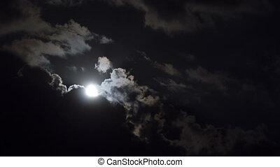 entiers, mouvements, défaillance, ciel nuit, lune, sombre, par, temps, clouds.