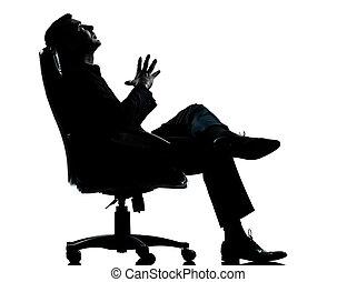 entiers, silhouette, business, délassant, séance, pensée, fauteuil, isolé, une, longueur, studio, fond, caucasien blanc, homme