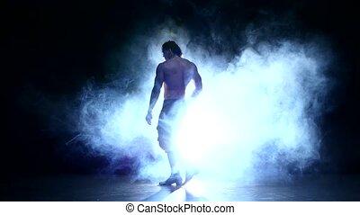 entiers, silhouette, jeune, longueur, danseur, fumée, homme
