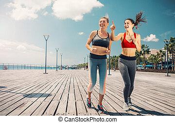 entlang, jogging, strand, mädels, aufgeregt