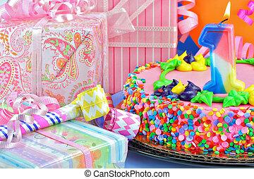 entouré, premier, lit, féminin, anniversaire, gifts., gâteau, bougie