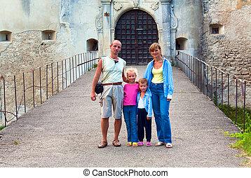 entrée, soir, famille, near., (ukraine), svirzh, portail, château