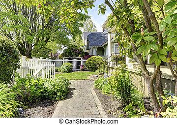 entrée, yard, porche, colonne, maison, devant, escalier, vue