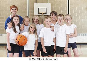 entraîneur, école primaire, équipe basket-ball