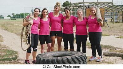 entraîneur, femme, bootcamp, femmes, debout