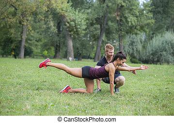 entraîneur, femme, elle, personnel, séance entraînement, parc, jeune