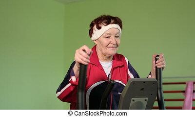 entraîneur, femme, gymnase, personnes agées, 4k, elliptique