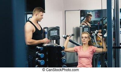 entraîneur, femme, personnel, gymnase, séduisant, entraîné