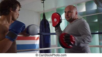 entraîneur, formation, anneau boxe, caucasien, homme