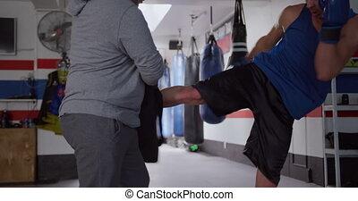 entraîneur, formation, gymnase, boxe, caucasien, homme