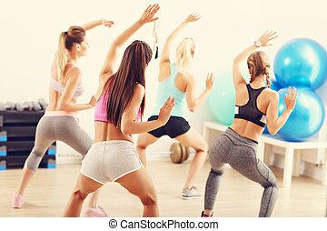 entraîneur, groupe, danse, gymnase, gens, heureux