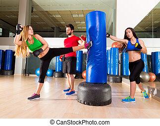 entraîneur, groupe, personnel, boxe, aerobox, femmes