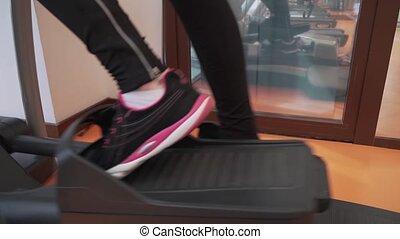 entraîneur, gymnase, trains, jeune, vidéo, elliptique, girl, métrage, stockage