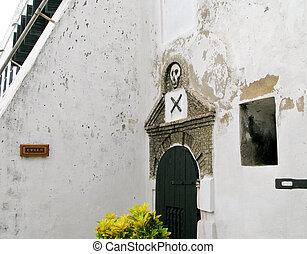Entrance to slave cells at Elmina Fort in Ghana - Elmina...