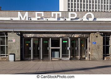 Entrance to the subway station Borovitskaya