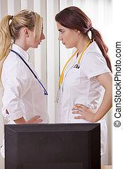 entre, mujeres, dos, conflicto, doctors