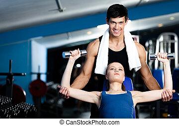 entrenador, mujer, personal, pesas, ayuda, ejercicio