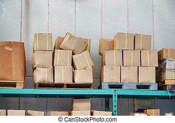 entrepôt, boîtes, palettes