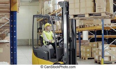 entrepôt, ouvrier, femme, forklift.
