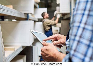 entrepôt, utilisation, ouvriers, tablette, numérique