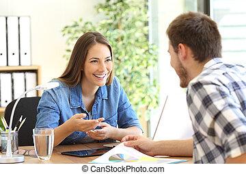 entrepreneurs, bureau, conversation