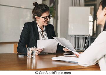 entretien travail, candidat, business, -, tenue, photo, concept, carrière, pendant, réussi, réunion, femme, constitué, reprendre, ou, femme, placement, négocier