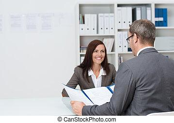 entrevista, homem negócios, conduzir, emprego